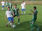 V dohrávaném 17. kole krajského přeboru porazili fotbalisté FK Bosonohy (bílé dresy) Tatran Rousínov 3:1.