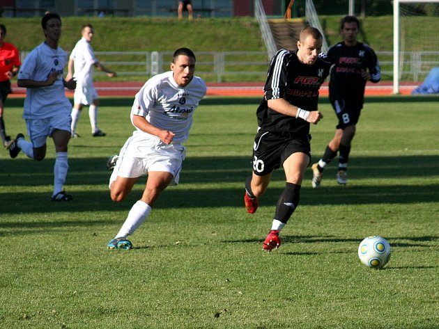 SK Rostex Vyškov vs. HFK Olomouc (v černém) 1:3.