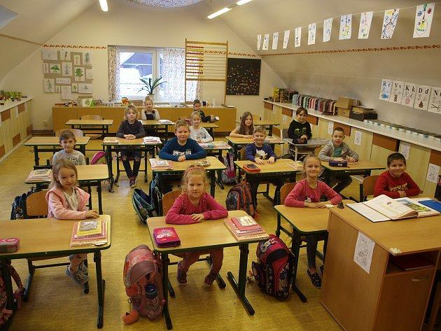 Žáci první třídy základní školy vBošovicích