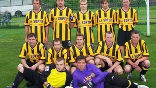 Fotbalové mužstvo FK Rapidu Radslavice dokázalo poprvé postoupit ze čtvrté třídy do vyšší soutěže.