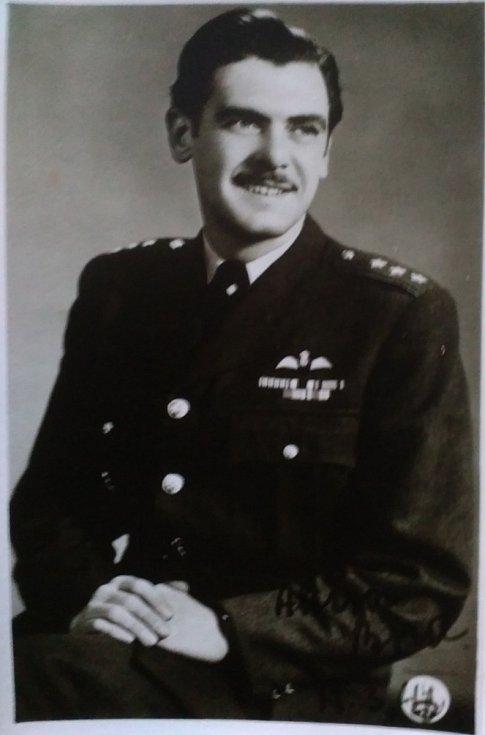 Bořivoj Šmíd coby nadporučík v roce 1945.