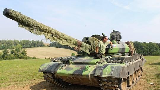 Vojenský den na Pískách v Kučerově.