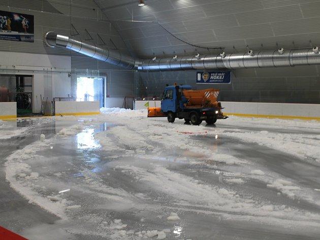 Na zimním stadionu ve Vyškově není led. Budou se tam posunovat mantinely.