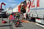 Následky nehody na D1 u Holubic.