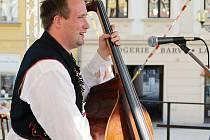 Cimbálová muzika Ohnica rozezněla náměstí ve Vyškově.