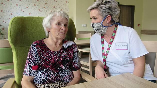 Obyvatelé Domova pro seniory ve Vyškově mohou nově využít videohovory pro kontakt se svými blízkými. Ilustrační foto.