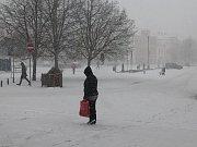 Masarykovo náměstí ve Vyškově celé pod sněhem.