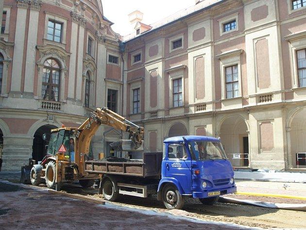 Opravy slavkovského zámku budou nákladné.