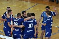 V baráži o postup do I. ligy porazili volejbalisté Sokola Bučovice doma VK Velké Meziříčí hladce 3:0.