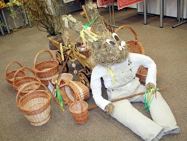 Ve vyškovské Knihovně Karla Dvořáčka se až do pátku koná prodejní výstava velikonočních výrobků a dekorací.