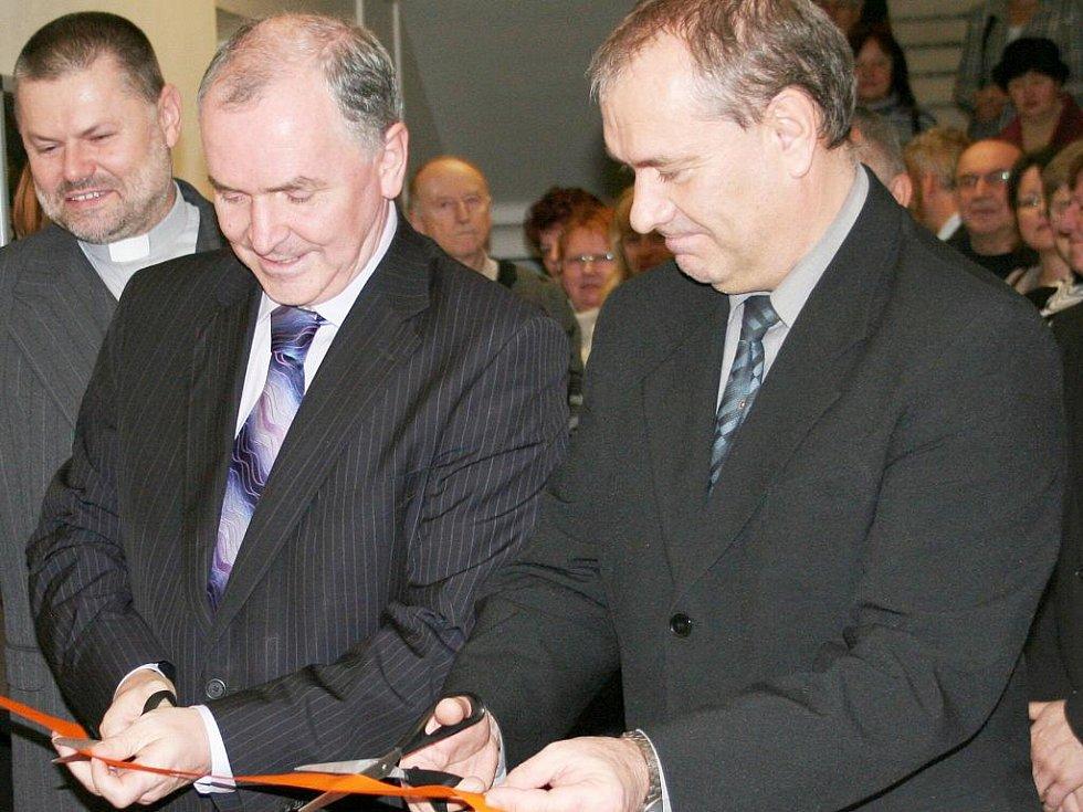 Stanislav Juránek (vlevo) a Jiří Piňos slavnostně otevřeli vyškovský Senior Point.