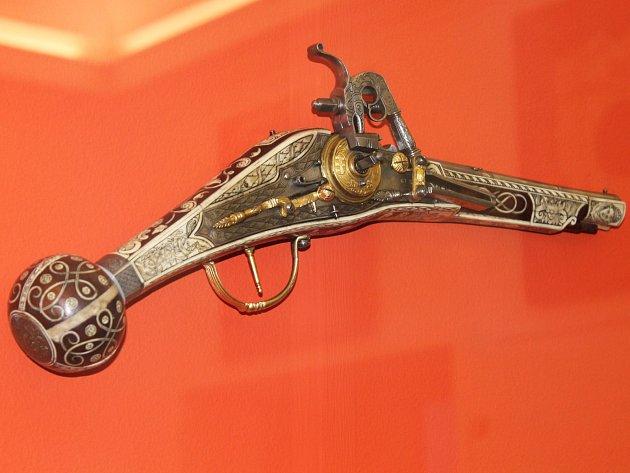Výstava Zbraně pro boj, sport i lov bude v Muzeu Vyškovska přístupná do konce roku.