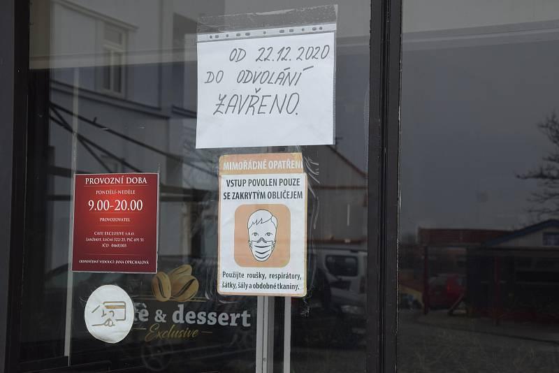 Města na Břeclavsku osiřela. Některé obchody v Mikulově a Hustopečích zejí už měsíce prázdnotou. Mnohé prostory čekají na nové nájemníky.
