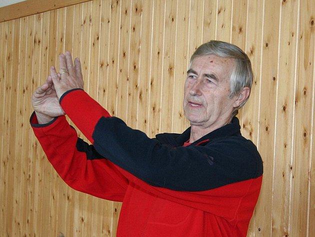 V tomto ročníku krajského přeboru trenér Josef Řezníček vedl své svěřenkyně zatím jen k samým vítězstvím.