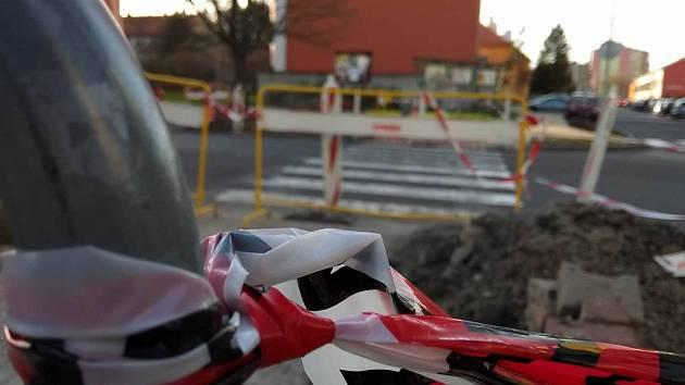 Stavba nových semaforů v Tyršově ulici.