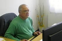 Radoslav Dvořáček sedí v habrovanském starostovském křesle devatenáct let.