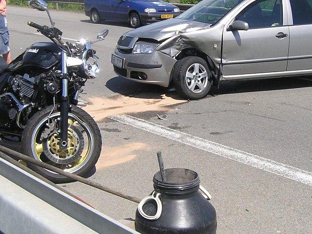 Takhle dopadla Škoda Fabia a motocykl Kawasaki.