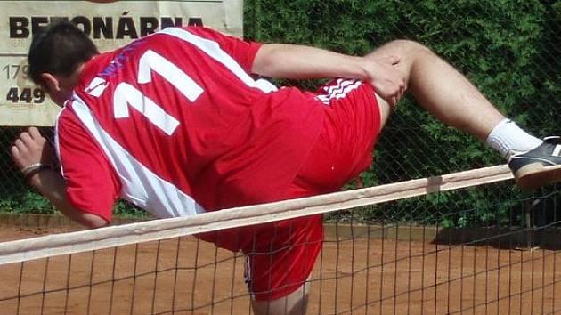 Jan Kaděra  takto překonal  blok svého protivníka a se svými spoluhráči v sobotním utkání ukázal, že se  vyškovské družstvo může vyrovnat nejlepším celkům extraligy. Body však zatím v zápasech se silnými soupeři těsně unikají.