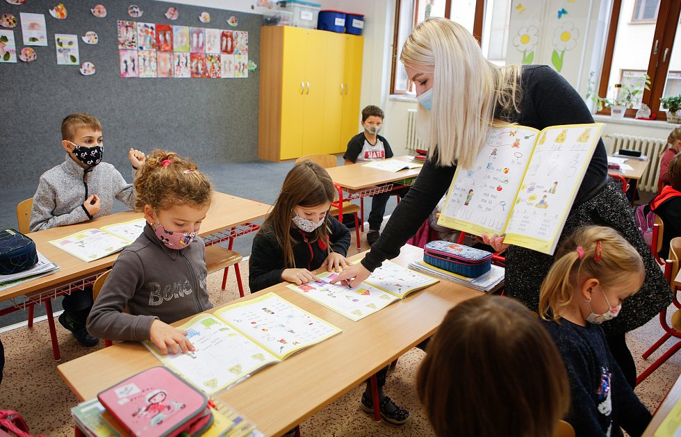 Znovuotevření prvních a druhých tříd základních škol, které byly  kvůli epidemii koronaviru od 14. října zavřeny. Ilustrační foto