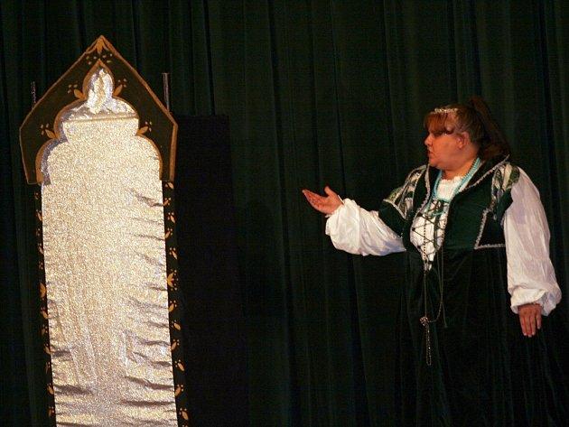 Divadlo Kapsa Andělská Hora zahrálo ve Vyškově pohdáku O Sněhurce.
