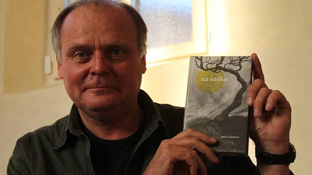 Muži (nejen) čtou. Takový podtitul měla letošní noc literatury, které se účastnil i herec Národního divadla v Praze Igor Bareš.