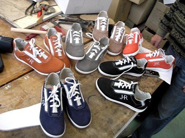 Kolekce bot snovým patentem, které snovídecký obuvník Josef Hanák představí na veletrhu vFrankfurtu.