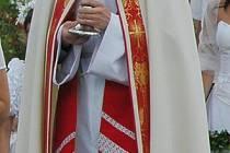 Drnovický rodák Jan Bezděk sloužil svou primiční mši právě v Drnovicích.