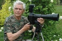 Amatérský ornitolog Jiří Bartl.