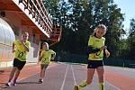 Závody chodců na atletickém stadionu ve Vyškově.