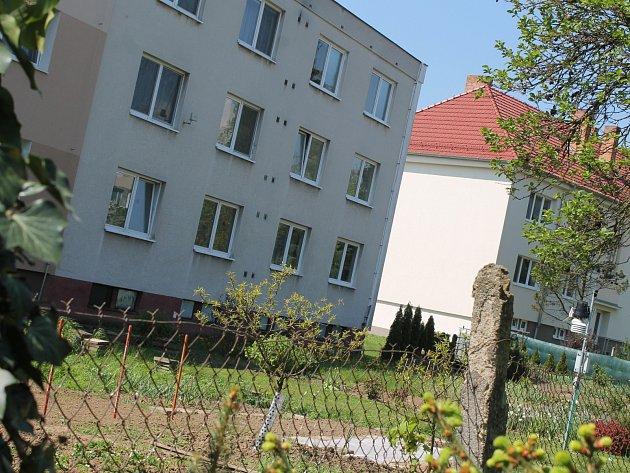 Kvůli drahým pozemkům přemýšlí obyvatelé bytových domů ožalobě.