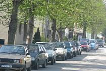 Žižkova ulice v Ivanovicích na Hané - problémy s parkováním