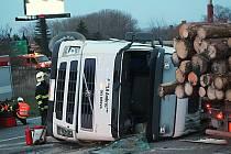 Havarovaný kamion uzavřel ve čtvrtek na několik hodin exit na D46 u Drysic.