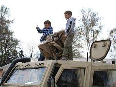 Ve čtvrtek odpoledne se do bučovických kasáren sjeli rodinní příslušníci vojáků, kteří tam slouží.