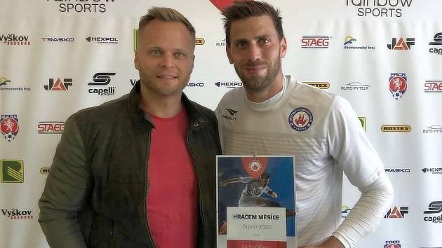 Jednatel MFK Martin Chalupecký (vlevo) s kapitánem mužstva Michalem Klesou.