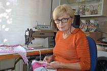 Anna Ondráčková z Holubic na Vyškovsku měla ráda od mládí hody. Nejprve šila pouze pro své děti, letos ale její kroje viděl dokonce i papež.