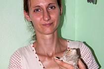 Děti na základních školách si při přednáškách Aleny Májkové mohou prohlédnout i ještěra Vojtíška.