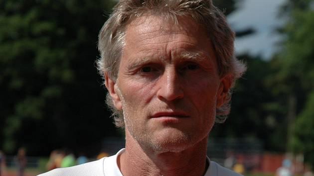Trenér atletů AK Drnovice Zdeněk Smutný.
