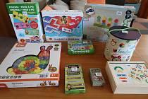 Edukační pomůcky a hry podporují dětskou fantazii, tvořivost, zručnost, rozlišování barev a tvarů, procvičují přesnost a jemnou motoriku.