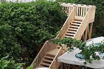 Do restaurace na zámku ve Slavkově vede nové schodiště.