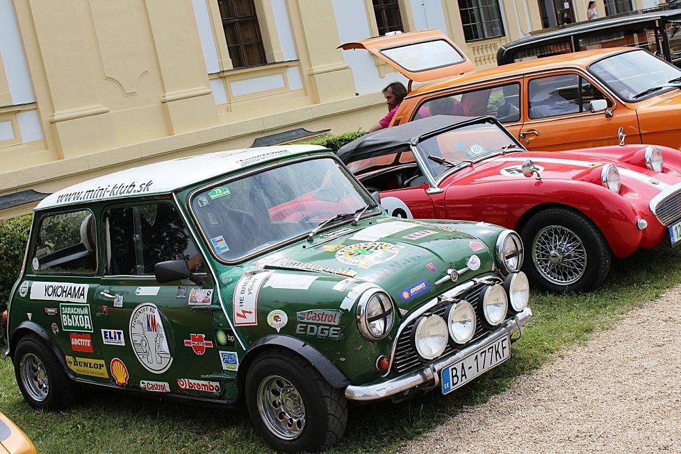 Slavkovský zámecký park hostil 22. ročník Oldtimer festivalu.