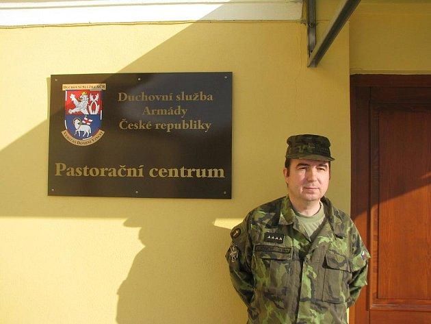 Vojenský kaplan Josef Konečný prošel Kosovem a Irákem