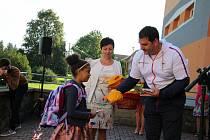 Slavnostní zahájení školního roku se na ZŠ Bučovice 710 účastnil olympijský vítěz z Tokia 2020 Jiří Lipták a další významní hosté. Přivítali a pozdravili prvňáčky a rozdali drobné dárky,