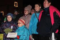 Ve Vyškově zavládla ve středu večer uvolněná atmosféra. Děti na koledy tančily.