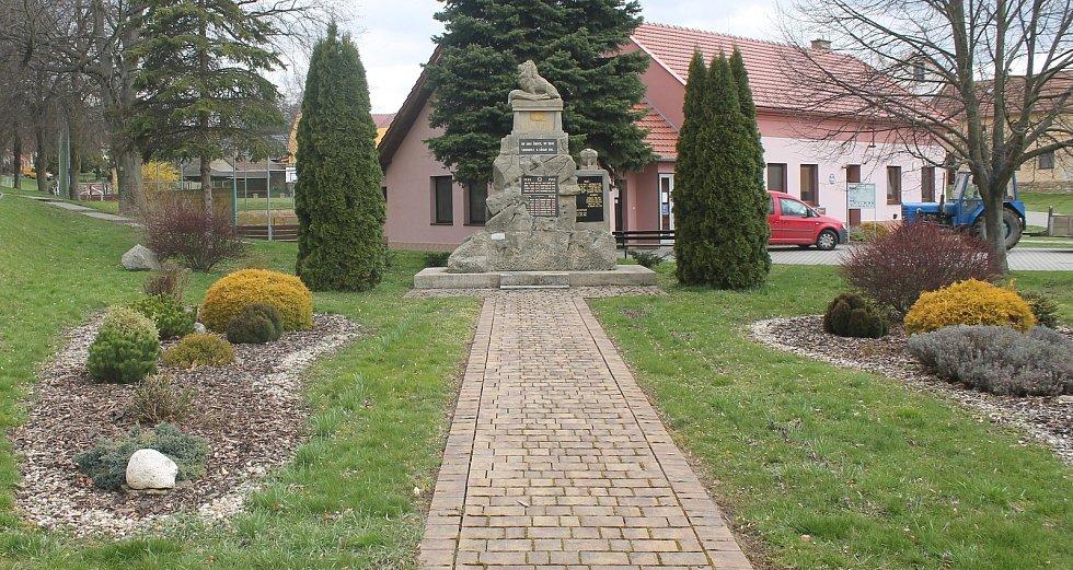 Pomník obětem obou světových válek.