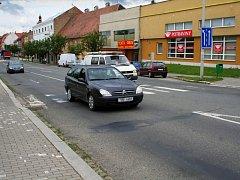 Policisté upozorňují na nebezpečné přechody. Jeden takový je v centru Rousínova.