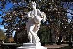Jedenáct soch v zámeckém parku ve Slavkově u Brna je po opravě.