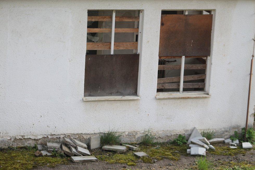 Zchátralý areál bývalých bučovických jeslí.