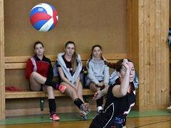 Úspěšné volejbalové mládí Vyškova už sbírá pomyslné vavříny i v kategorii dospělých. Mezi ženami si příští rok děvčata zahrají v nejvyšší krajské soutěži. V Rosicích dokázala při posledním kroku za titulem zkrotit i pochopitelnou nervozitu.