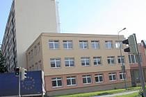 Budovu bývalého Okresního stavebního podniku na křižovatce Dukelské a Žižkovy ulice chce město koupit.