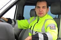 Dopravní policista Jakub Štaffa pomohl lidem z hořícího auta.